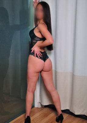 escorts in glasgow city center leah showing ass